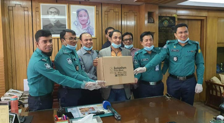 Bashundhara Group provides 25,000 masks for traffic police