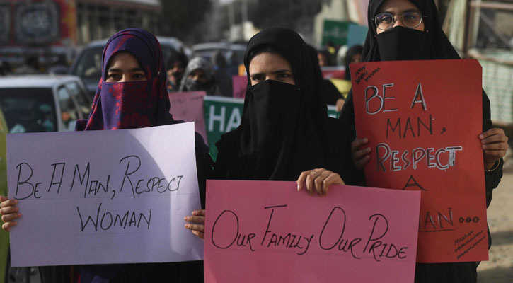 Pakistani on knife edge over women's march