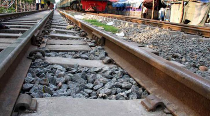 4 killed as train hits auto-rickshaw in Rangpur