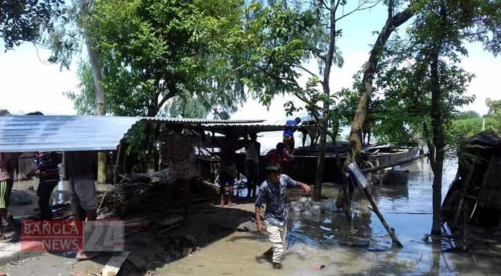 সিরাজগঞ্জে যমুনার অব্যাহত ভাঙনে ৩ শতাধিক বসতভিটা নদীগর্ভে