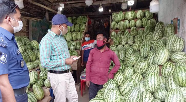 হাটহাজারীতে তরমুজের দোকানে ভ্রাম্যমাণ আদালতের অভিযান