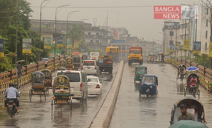 কঠোর লকডাউনের ৩য় দিনে চট্টগ্রাম নগরের টাইগারপাস এলাকায় চিত্র। ছবি: সোহেল সরওয়ার